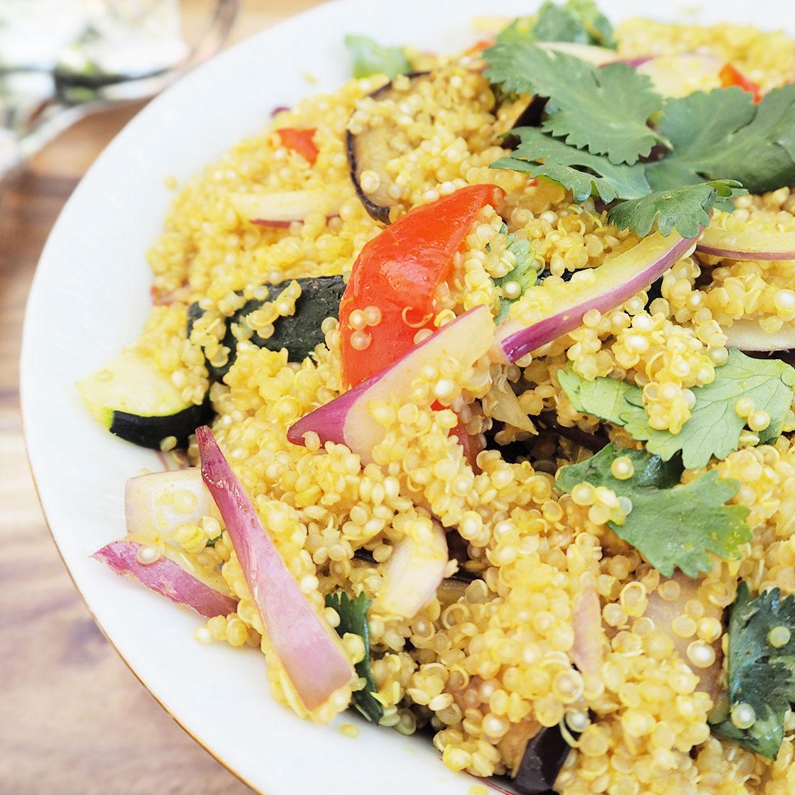 Insalata di quinoa con zucchine.
