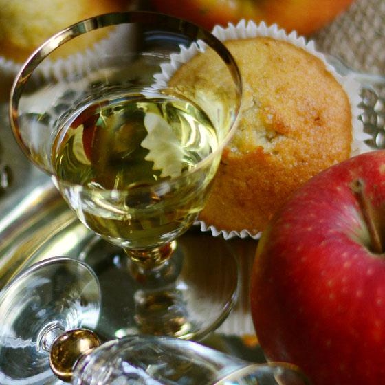 Liquore limpido di mela