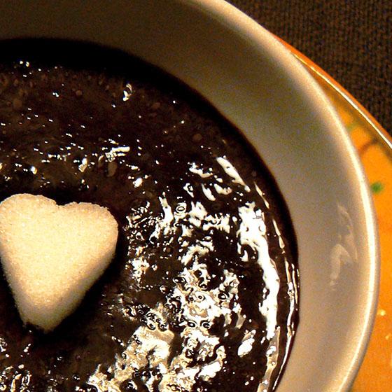 Mousse al cioccolato velocissima con marshmallows
