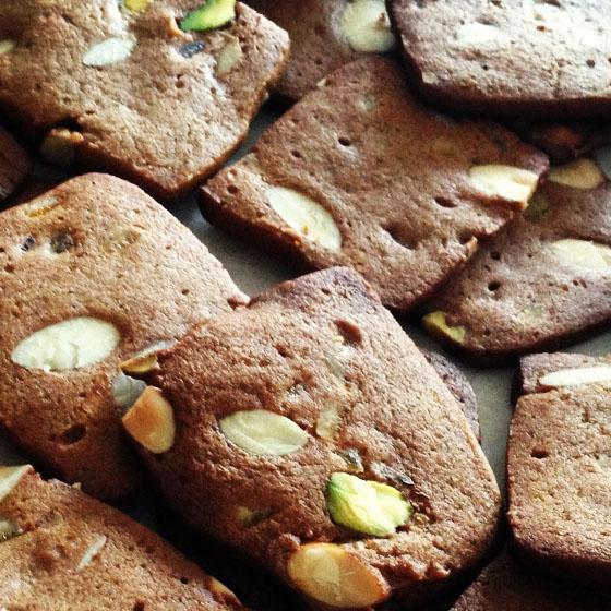 Biscotti con melassa e pistacchio