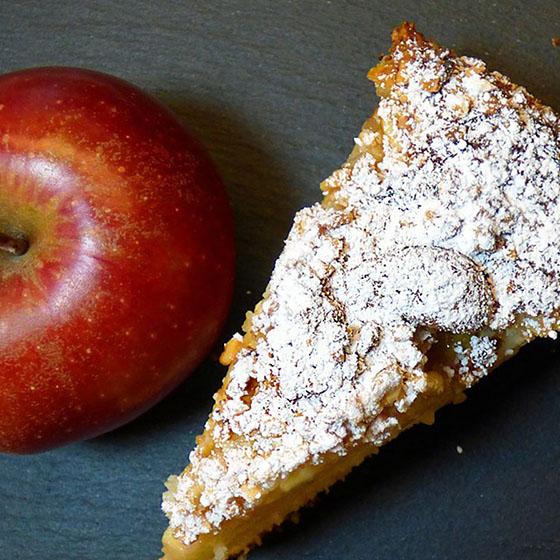 Torta paesana di mais alle mele