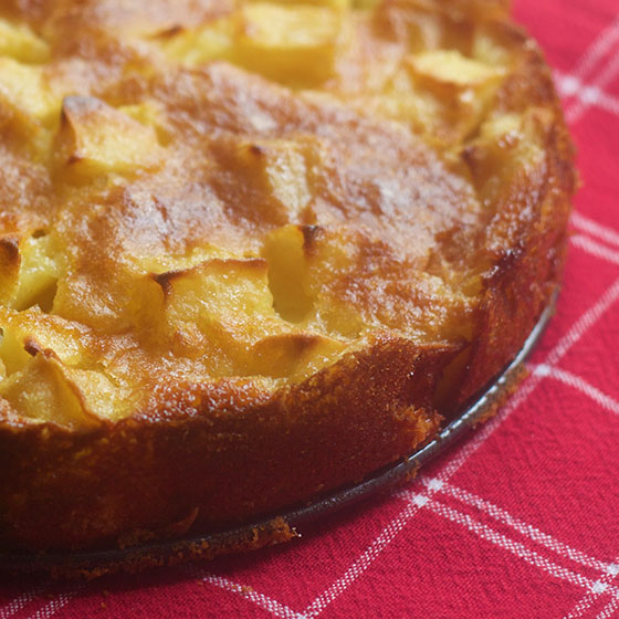 Torta di mele, yogurt e mandorle